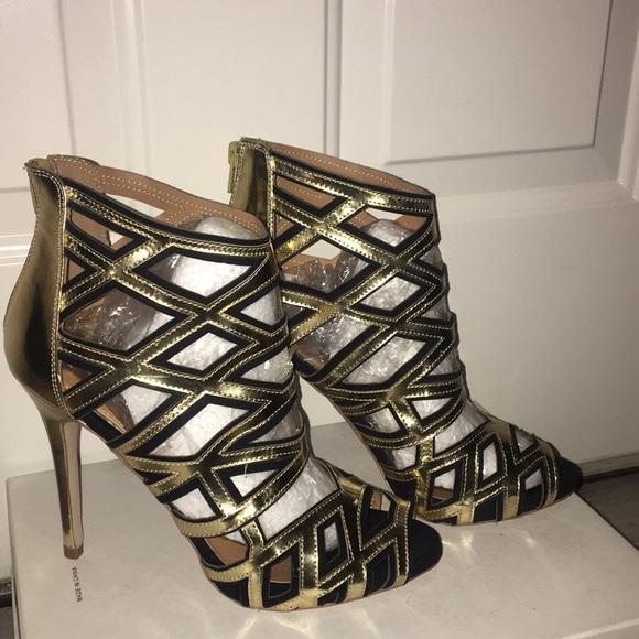 Scene Weaver Shoes - 👠by Scene, a Gold an Black Open Toe Bootie